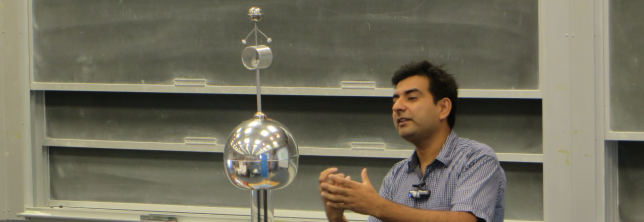 An add-on to a Van de Graaf generator helps explain the expulsion of electric fields from inside metals.